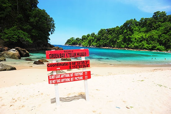 Wisata Pantai Teluk Hijau Yang Tepopuler